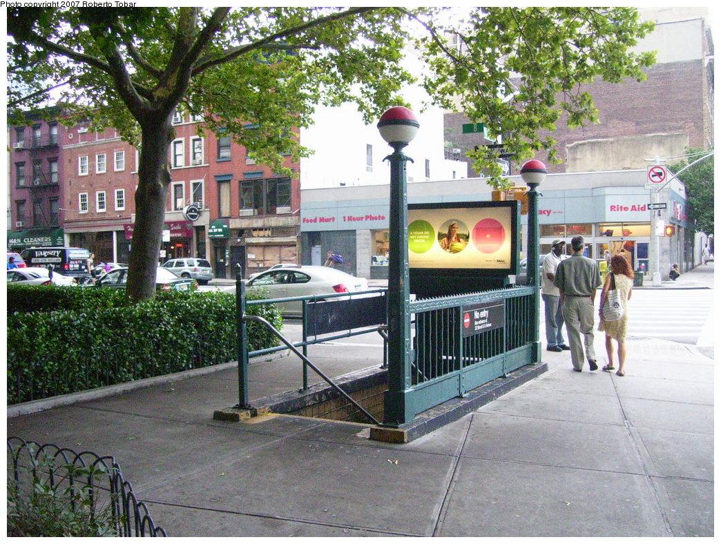 (282k, 1044x788)<br><b>Country:</b> United States<br><b>City:</b> New York<br><b>System:</b> New York City Transit<br><b>Line:</b> IND 8th Avenue Line<br><b>Location:</b> 23rd Street <br><b>Photo by:</b> Roberto C. Tobar<br><b>Date:</b> 7/19/2007<br><b>Notes:</b> Closed entrance to 23rd St./8th Ave. station at 24th St.<br><b>Viewed (this week/total):</b> 0 / 2691