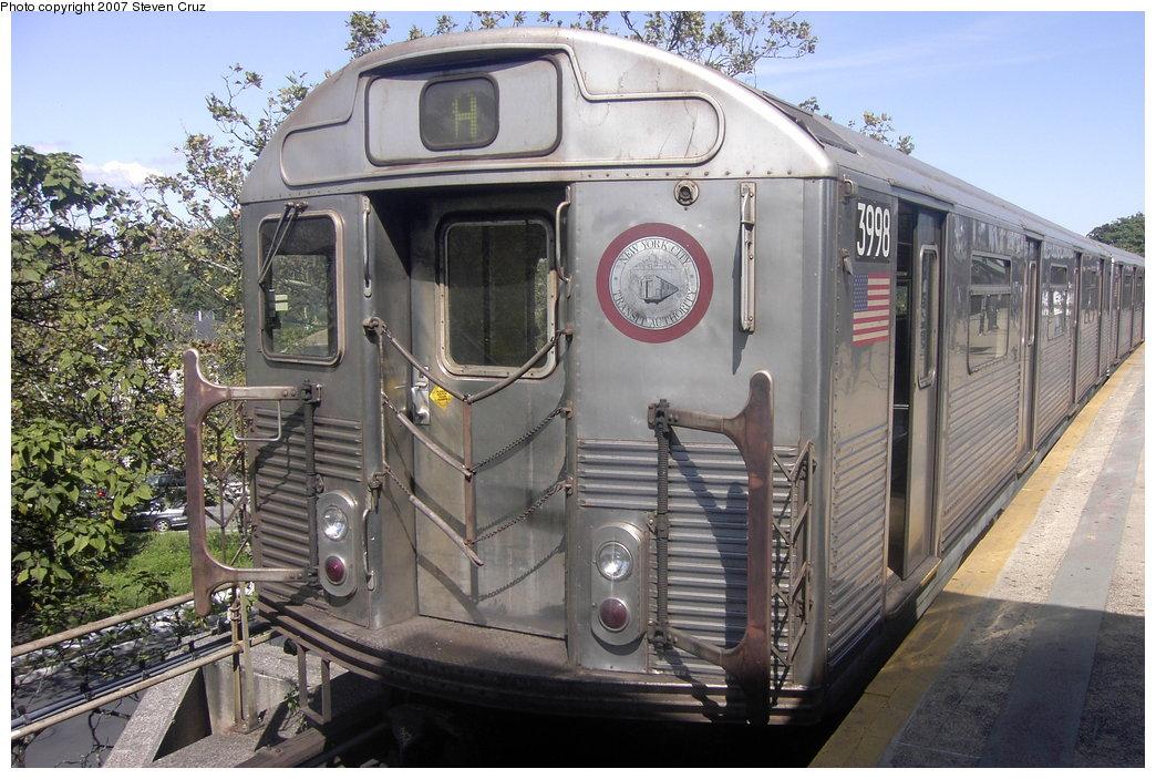 (203k, 1044x703)<br><b>Country:</b> United States<br><b>City:</b> New York<br><b>System:</b> New York City Transit<br><b>Line:</b> IND Rockaway Line<br><b>Location:</b> Mott Avenue/Far Rockaway<br><b>Route:</b> A<br><b>Car:</b> R-38 (St. Louis, 1966-1967) 3998 <br><b>Photo by:</b> Steven Cruz<br><b>Date:</b> 9/16/2006<br><b>Viewed (this week/total):</b> 0 / 2033