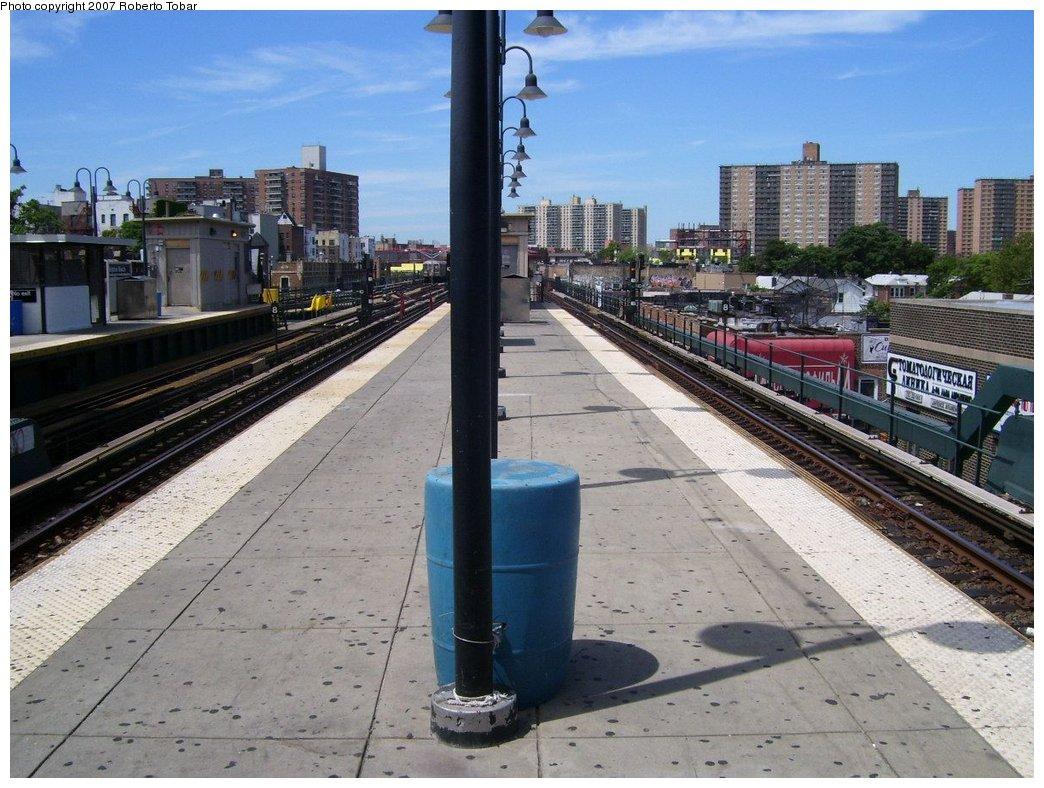 (197k, 1044x788)<br><b>Country:</b> United States<br><b>City:</b> New York<br><b>System:</b> New York City Transit<br><b>Line:</b> BMT Brighton Line<br><b>Location:</b> Brighton Beach <br><b>Photo by:</b> Roberto C. Tobar<br><b>Date:</b> 7/21/2007<br><b>Viewed (this week/total):</b> 0 / 1234