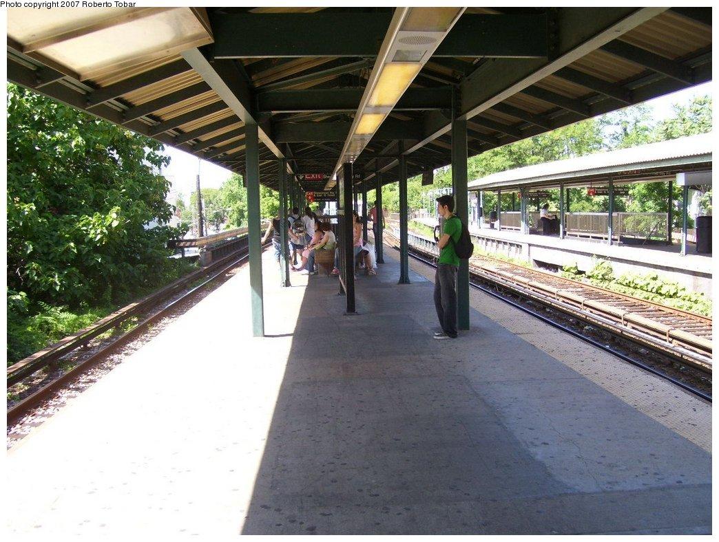 (204k, 1044x788)<br><b>Country:</b> United States<br><b>City:</b> New York<br><b>System:</b> New York City Transit<br><b>Line:</b> BMT Brighton Line<br><b>Location:</b> Sheepshead Bay <br><b>Photo by:</b> Roberto C. Tobar<br><b>Date:</b> 7/21/2007<br><b>Viewed (this week/total):</b> 0 / 1216