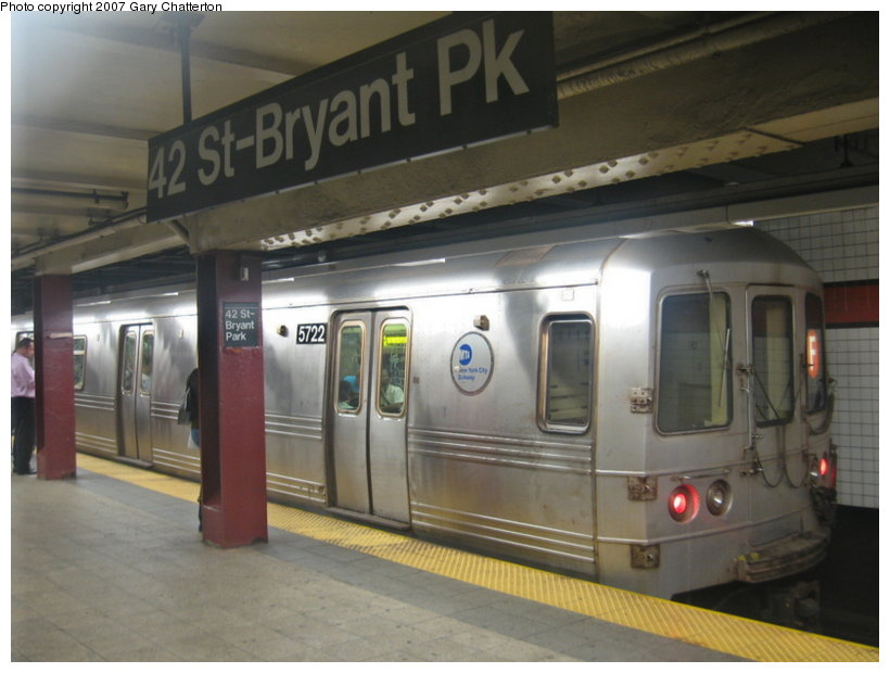 (89k, 820x620)<br><b>Country:</b> United States<br><b>City:</b> New York<br><b>System:</b> New York City Transit<br><b>Line:</b> IND 6th Avenue Line<br><b>Location:</b> 42nd Street/Bryant Park <br><b>Route:</b> F<br><b>Car:</b> R-46 (Pullman-Standard, 1974-75) 5722 <br><b>Photo by:</b> Gary Chatterton<br><b>Date:</b> 7/13/2007<br><b>Viewed (this week/total):</b> 0 / 2178