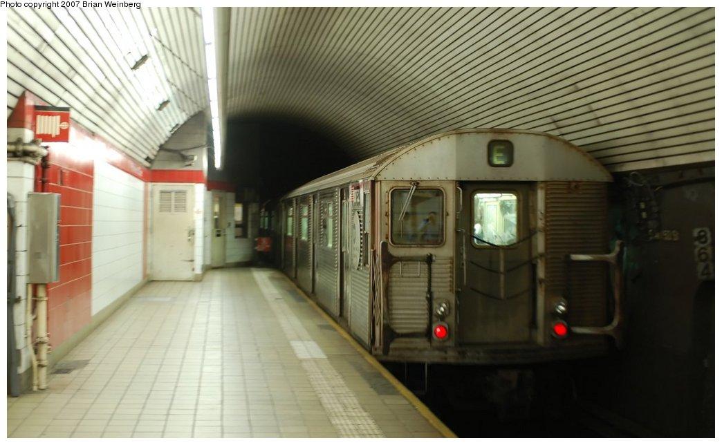 (179k, 1044x644)<br><b>Country:</b> United States<br><b>City:</b> New York<br><b>System:</b> New York City Transit<br><b>Line:</b> IND Queens Boulevard Line<br><b>Location:</b> 5th Avenue/53rd Street <br><b>Route:</b> E<br><b>Car:</b> R-32 (Budd, 1964)  3752 <br><b>Photo by:</b> Brian Weinberg<br><b>Date:</b> 7/19/2007<br><b>Viewed (this week/total):</b> 0 / 2475