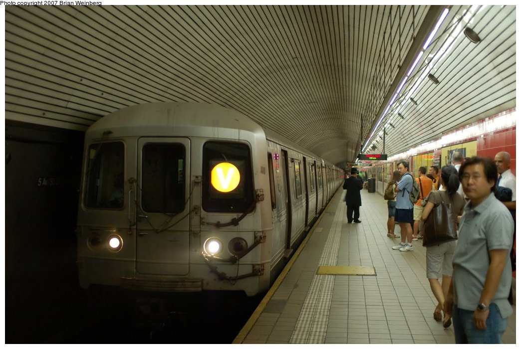 (207k, 1044x700)<br><b>Country:</b> United States<br><b>City:</b> New York<br><b>System:</b> New York City Transit<br><b>Line:</b> IND Queens Boulevard Line<br><b>Location:</b> 5th Avenue/53rd Street <br><b>Route:</b> V<br><b>Car:</b> R-46 (Pullman-Standard, 1974-75) 5626 <br><b>Photo by:</b> Brian Weinberg<br><b>Date:</b> 7/19/2007<br><b>Viewed (this week/total):</b> 0 / 2815