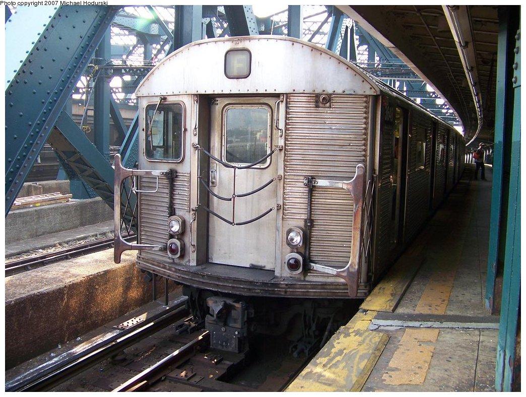 (237k, 1044x788)<br><b>Country:</b> United States<br><b>City:</b> New York<br><b>System:</b> New York City Transit<br><b>Line:</b> IND Crosstown Line<br><b>Location:</b> Smith/9th Street <br><b>Route:</b> F<br><b>Car:</b> R-32 (Budd, 1964)  3648 <br><b>Photo by:</b> Michael Hodurski<br><b>Date:</b> 6/26/2007<br><b>Viewed (this week/total):</b> 0 / 1561