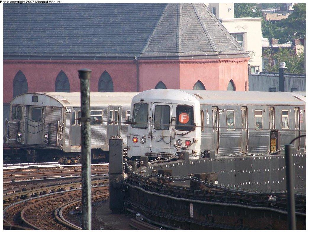 (213k, 1044x788)<br><b>Country:</b> United States<br><b>City:</b> New York<br><b>System:</b> New York City Transit<br><b>Line:</b> IND Crosstown Line<br><b>Location:</b> Smith/9th Street <br><b>Route:</b> F<br><b>Car:</b> R-32 (Budd, 1964)  3678 <br><b>Photo by:</b> Michael Hodurski<br><b>Date:</b> 6/26/2007<br><b>Viewed (this week/total):</b> 0 / 1685
