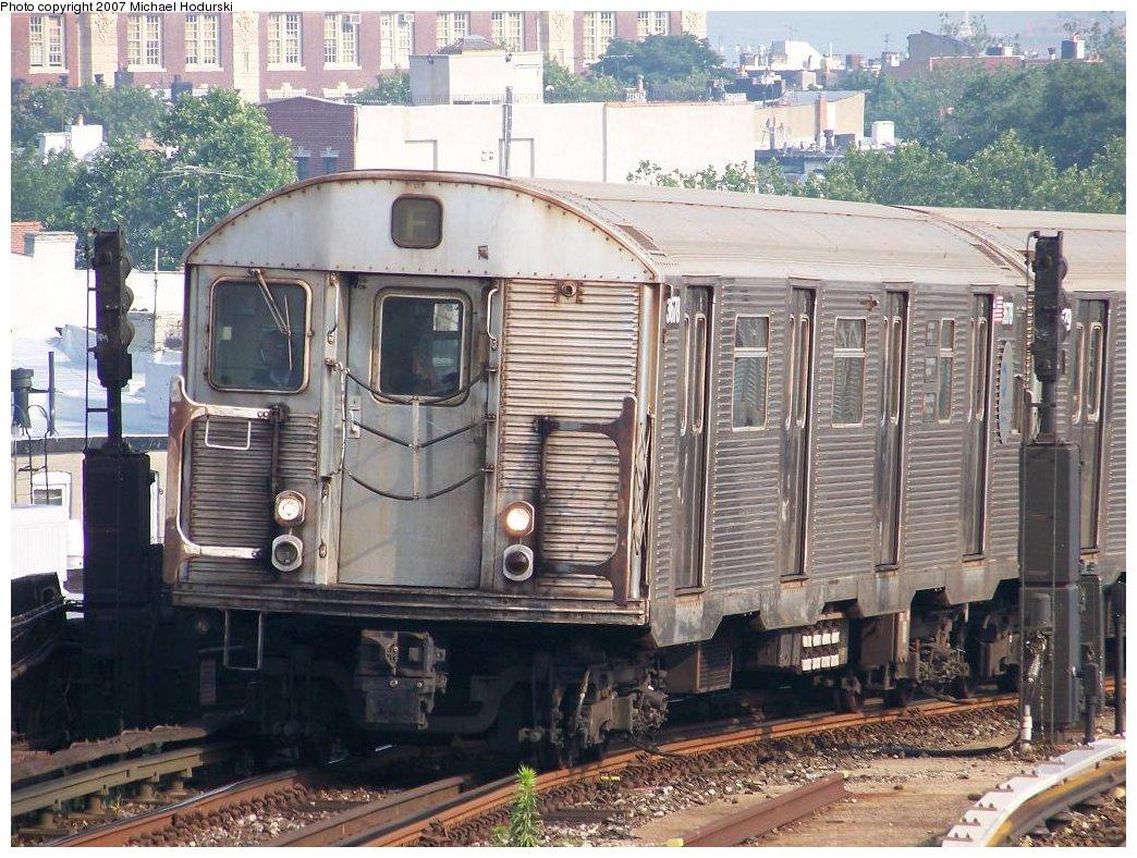 (233k, 1044x788)<br><b>Country:</b> United States<br><b>City:</b> New York<br><b>System:</b> New York City Transit<br><b>Line:</b> IND Crosstown Line<br><b>Location:</b> Smith/9th Street <br><b>Route:</b> F<br><b>Car:</b> R-32 (Budd, 1964)  3678 <br><b>Photo by:</b> Michael Hodurski<br><b>Date:</b> 6/26/2007<br><b>Viewed (this week/total):</b> 0 / 1698
