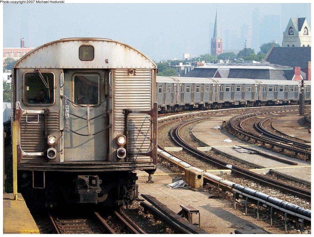 (250k, 1044x788)<br><b>Country:</b> United States<br><b>City:</b> New York<br><b>System:</b> New York City Transit<br><b>Line:</b> IND Crosstown Line<br><b>Location:</b> Smith/9th Street <br><b>Route:</b> F<br><b>Car:</b> R-32 (Budd, 1964)  3678 <br><b>Photo by:</b> Michael Hodurski<br><b>Date:</b> 6/26/2007<br><b>Viewed (this week/total):</b> 0 / 1953