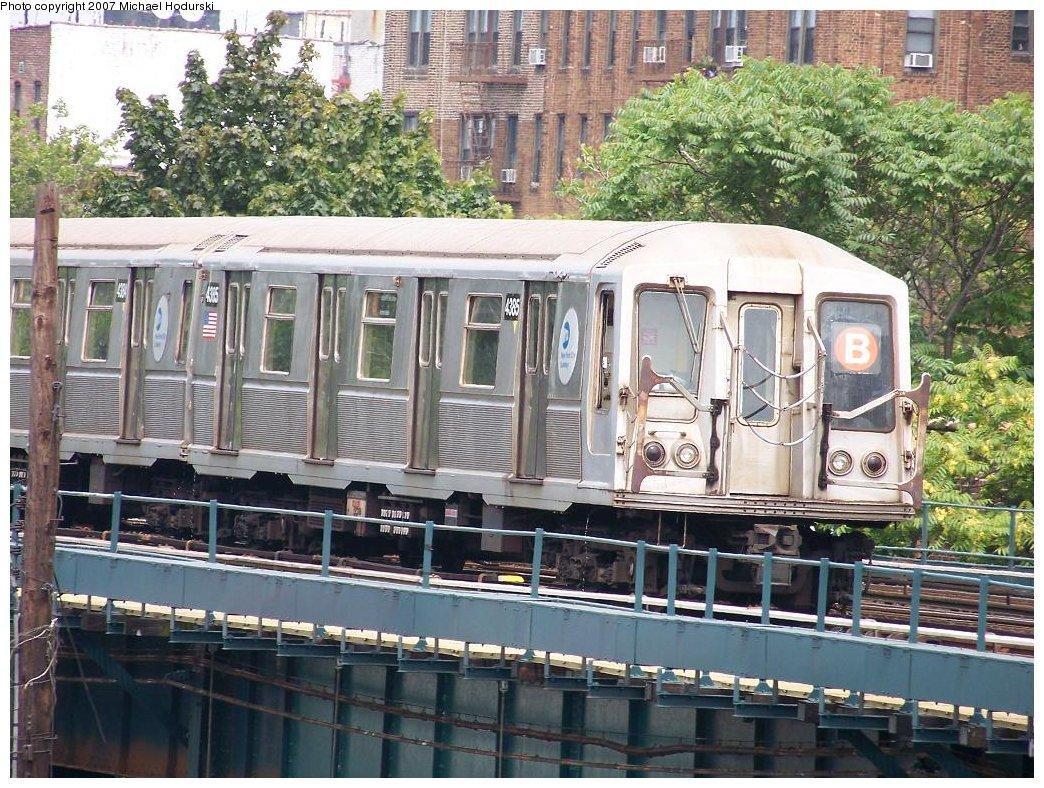 (262k, 1044x788)<br><b>Country:</b> United States<br><b>City:</b> New York<br><b>System:</b> New York City Transit<br><b>Line:</b> BMT Brighton Line<br><b>Location:</b> Brighton Beach <br><b>Route:</b> B<br><b>Car:</b> R-40 (St. Louis, 1968)  4385 <br><b>Photo by:</b> Michael Hodurski<br><b>Date:</b> 7/11/2007<br><b>Viewed (this week/total):</b> 0 / 1656