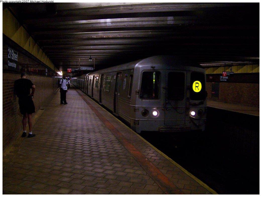 (129k, 1044x788)<br><b>Country:</b> United States<br><b>City:</b> New York<br><b>System:</b> New York City Transit<br><b>Line:</b> IND 63rd Street<br><b>Location:</b> 21st Street/Queensbridge <br><b>Route:</b> R<br><b>Car:</b> R-46 (Pullman-Standard, 1974-75) 6130 <br><b>Photo by:</b> Michael Hodurski<br><b>Date:</b> 7/22/2007<br><b>Viewed (this week/total):</b> 1 / 4020