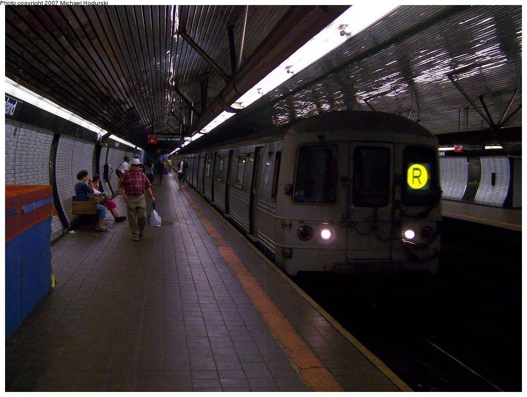 (178k, 1044x788)<br><b>Country:</b> United States<br><b>City:</b> New York<br><b>System:</b> New York City Transit<br><b>Line:</b> IND 63rd Street<br><b>Location:</b> Roosevelt Island <br><b>Route:</b> R<br><b>Car:</b> R-46 (Pullman-Standard, 1974-75)  <br><b>Photo by:</b> Michael Hodurski<br><b>Date:</b> 7/22/2007<br><b>Viewed (this week/total):</b> 4 / 3922