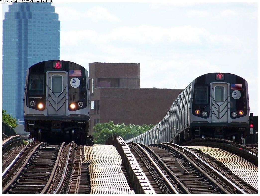 (212k, 1044x788)<br><b>Country:</b> United States<br><b>City:</b> New York<br><b>System:</b> New York City Transit<br><b>Line:</b> BMT Astoria Line<br><b>Location:</b> Astoria Boulevard/Hoyt Avenue <br><b>Route:</b> N<br><b>Car:</b> R-160B (Kawasaki, 2005-2008)  8748 <br><b>Photo by:</b> Michael Hodurski<br><b>Date:</b> 7/22/2007<br><b>Viewed (this week/total):</b> 0 / 2719