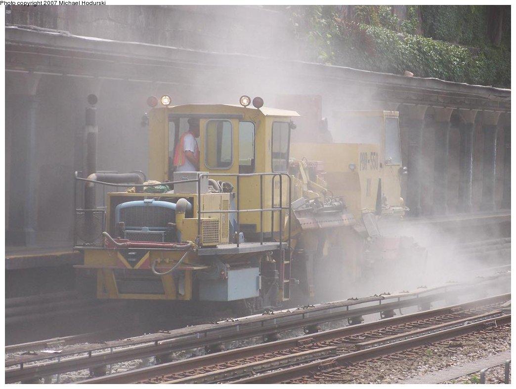 (144k, 1044x788)<br><b>Country:</b> United States<br><b>City:</b> New York<br><b>System:</b> New York City Transit<br><b>Line:</b> BMT Sea Beach Line<br><b>Location:</b> Bay Parkway (22nd Avenue) <br><b>Route:</b> Work Service<br><b>Car:</b> R-125 Ballast Regulator  PBR-550 <br><b>Photo by:</b> Michael Hodurski<br><b>Date:</b> 7/11/2007<br><b>Viewed (this week/total):</b> 0 / 2515