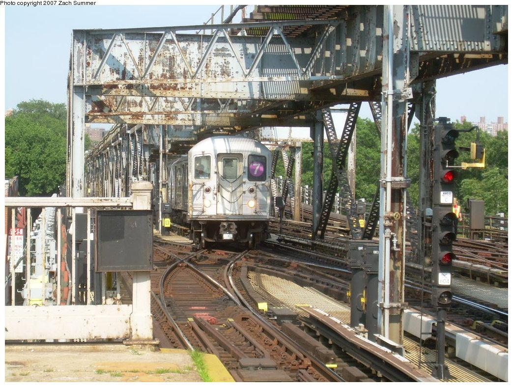 (293k, 1044x788)<br><b>Country:</b> United States<br><b>City:</b> New York<br><b>System:</b> New York City Transit<br><b>Line:</b> IRT Flushing Line<br><b>Location:</b> 111th Street <br><b>Route:</b> 7<br><b>Car:</b> R-62A (Bombardier, 1984-1987)   <br><b>Photo by:</b> Zach Summer<br><b>Date:</b> 6/18/2007<br><b>Viewed (this week/total):</b> 2 / 3204