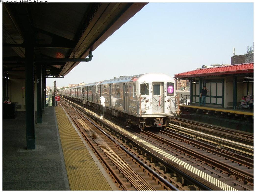 (212k, 1044x788)<br><b>Country:</b> United States<br><b>City:</b> New York<br><b>System:</b> New York City Transit<br><b>Line:</b> IRT Flushing Line<br><b>Location:</b> 74th Street/Broadway <br><b>Route:</b> 7<br><b>Car:</b> R-62A (Bombardier, 1984-1987)  1661 <br><b>Photo by:</b> Zach Summer<br><b>Date:</b> 6/18/2007<br><b>Viewed (this week/total):</b> 0 / 1679