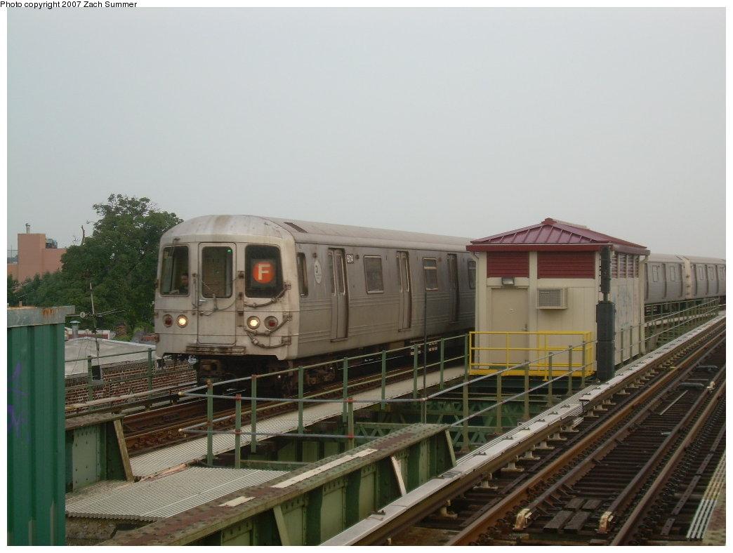 (172k, 1044x788)<br><b>Country:</b> United States<br><b>City:</b> New York<br><b>System:</b> New York City Transit<br><b>Line:</b> BMT Culver Line<br><b>Location:</b> 18th Avenue <br><b>Route:</b> F<br><b>Car:</b> R-46 (Pullman-Standard, 1974-75) 6104 <br><b>Photo by:</b> Zach Summer<br><b>Date:</b> 7/18/2007<br><b>Viewed (this week/total):</b> 0 / 2041
