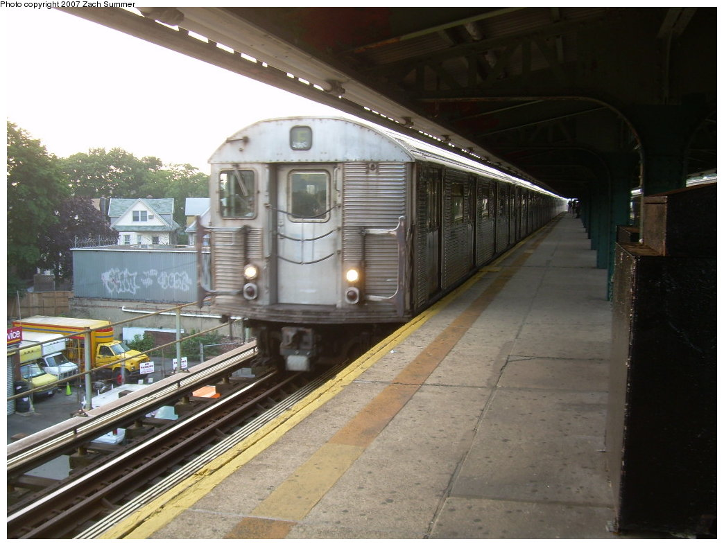 (199k, 1044x788)<br><b>Country:</b> United States<br><b>City:</b> New York<br><b>System:</b> New York City Transit<br><b>Line:</b> BMT Culver Line<br><b>Location:</b> 18th Avenue <br><b>Route:</b> F<br><b>Car:</b> R-32 (Budd, 1964)   <br><b>Photo by:</b> Zach Summer<br><b>Date:</b> 7/18/2007<br><b>Viewed (this week/total):</b> 1 / 2213