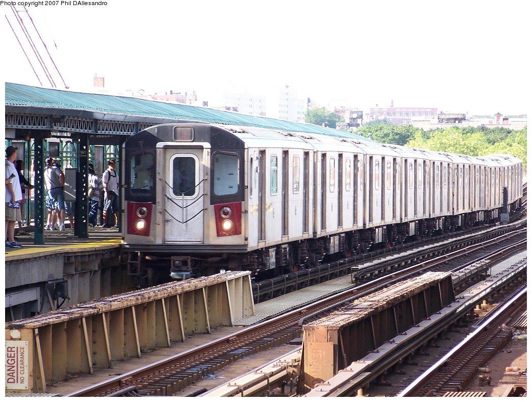 (220k, 1044x788)<br><b>Country:</b> United States<br><b>City:</b> New York<br><b>System:</b> New York City Transit<br><b>Line:</b> IRT Woodlawn Line<br><b>Location:</b> 161st Street/River Avenue (Yankee Stadium) <br><b>Route:</b> 4<br><b>Car:</b> R-142 (Option Order, Bombardier, 2002-2003)  1195 <br><b>Photo by:</b> Philip D'Allesandro<br><b>Date:</b> 7/21/2007<br><b>Viewed (this week/total):</b> 2 / 3178
