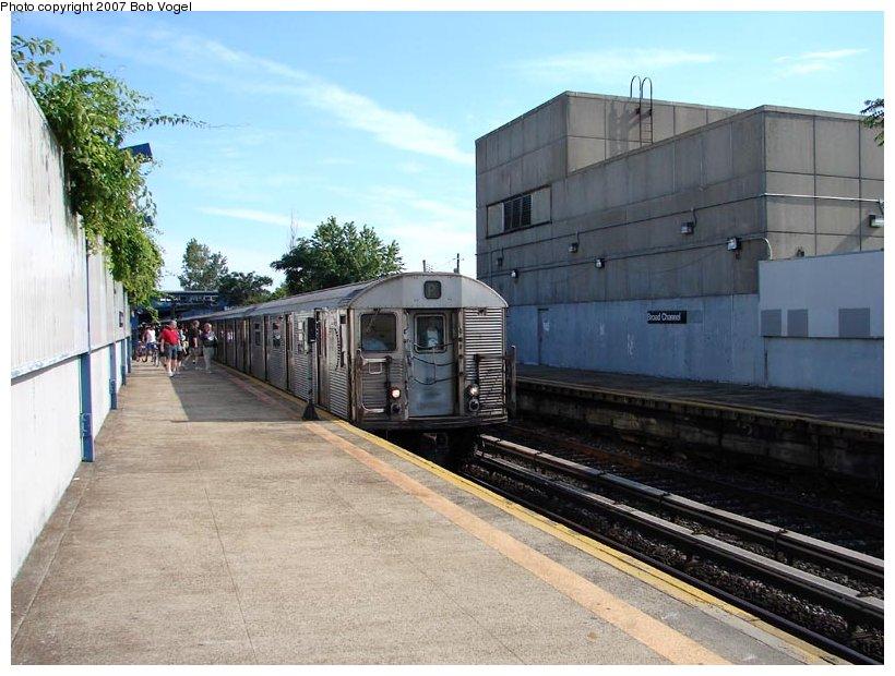 (107k, 820x620)<br><b>Country:</b> United States<br><b>City:</b> New York<br><b>System:</b> New York City Transit<br><b>Line:</b> IND Rockaway<br><b>Location:</b> Broad Channel <br><b>Route:</b> A<br><b>Car:</b> R-32 (Budd, 1964)   <br><b>Photo by:</b> Bob Vogel<br><b>Date:</b> 7/22/2007<br><b>Viewed (this week/total):</b> 0 / 1838