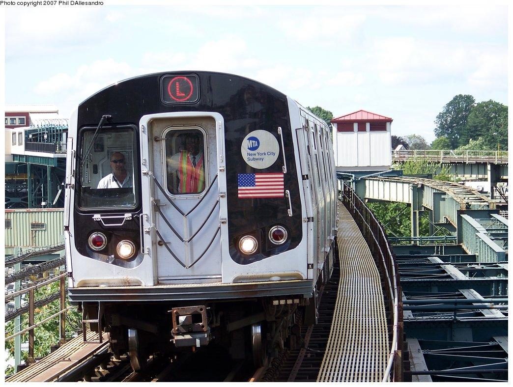 (224k, 1044x788)<br><b>Country:</b> United States<br><b>City:</b> New York<br><b>System:</b> New York City Transit<br><b>Line:</b> BMT Canarsie Line<br><b>Location:</b> Atlantic Avenue <br><b>Route:</b> L<br><b>Car:</b> R-143 (Kawasaki, 2001-2002)  <br><b>Photo by:</b> Philip D'Allesandro<br><b>Date:</b> 7/20/2007<br><b>Viewed (this week/total):</b> 0 / 2378