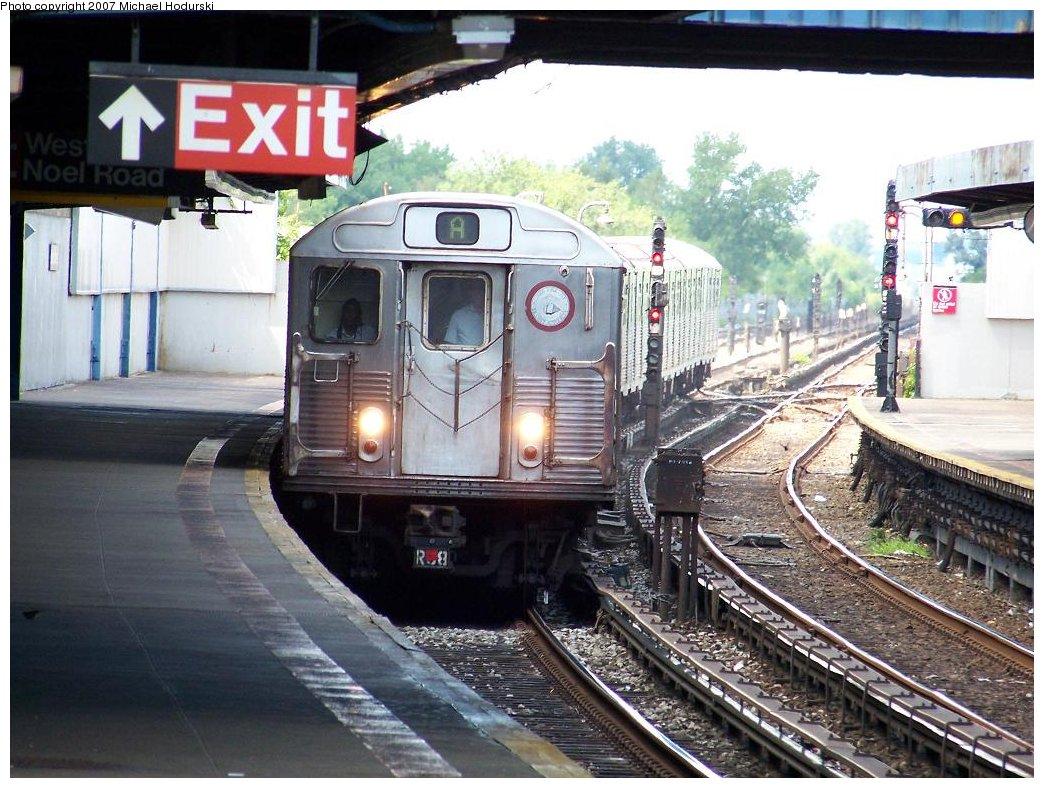 (212k, 1044x788)<br><b>Country:</b> United States<br><b>City:</b> New York<br><b>System:</b> New York City Transit<br><b>Line:</b> IND Rockaway<br><b>Location:</b> Broad Channel <br><b>Route:</b> A<br><b>Car:</b> R-38 (St. Louis, 1966-1967)  4085 <br><b>Photo by:</b> Michael Hodurski<br><b>Date:</b> 7/22/2007<br><b>Viewed (this week/total):</b> 1 / 2139