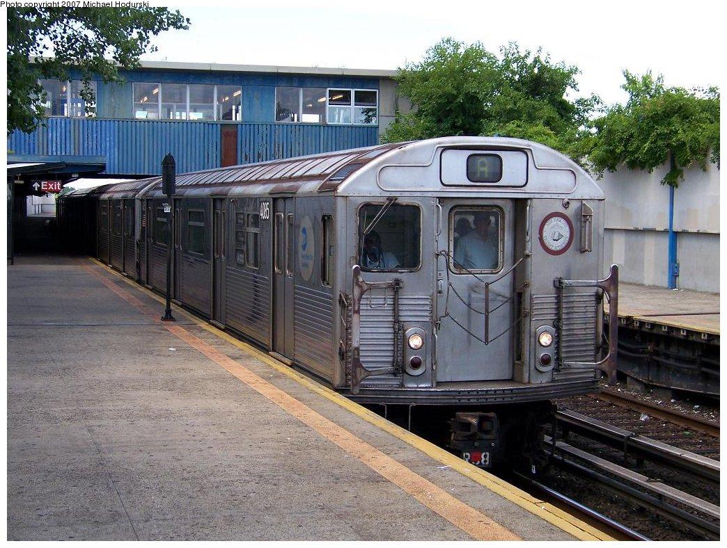 (236k, 1044x788)<br><b>Country:</b> United States<br><b>City:</b> New York<br><b>System:</b> New York City Transit<br><b>Line:</b> IND Rockaway<br><b>Location:</b> Broad Channel <br><b>Route:</b> A<br><b>Car:</b> R-38 (St. Louis, 1966-1967)  4085 <br><b>Photo by:</b> Michael Hodurski<br><b>Date:</b> 7/22/2007<br><b>Viewed (this week/total):</b> 0 / 1926