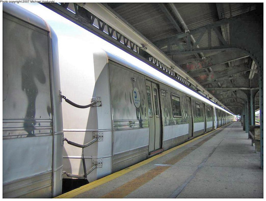 (200k, 1044x788)<br><b>Country:</b> United States<br><b>City:</b> New York<br><b>System:</b> New York City Transit<br><b>Line:</b> IND Rockaway<br><b>Location:</b> Rockaway Park/Beach 116th Street <br><b>Route:</b> A<br><b>Car:</b> R-44 (St. Louis, 1971-73) 5213 <br><b>Photo by:</b> Michael Hodurski<br><b>Date:</b> 7/30/2006<br><b>Viewed (this week/total):</b> 2 / 2119