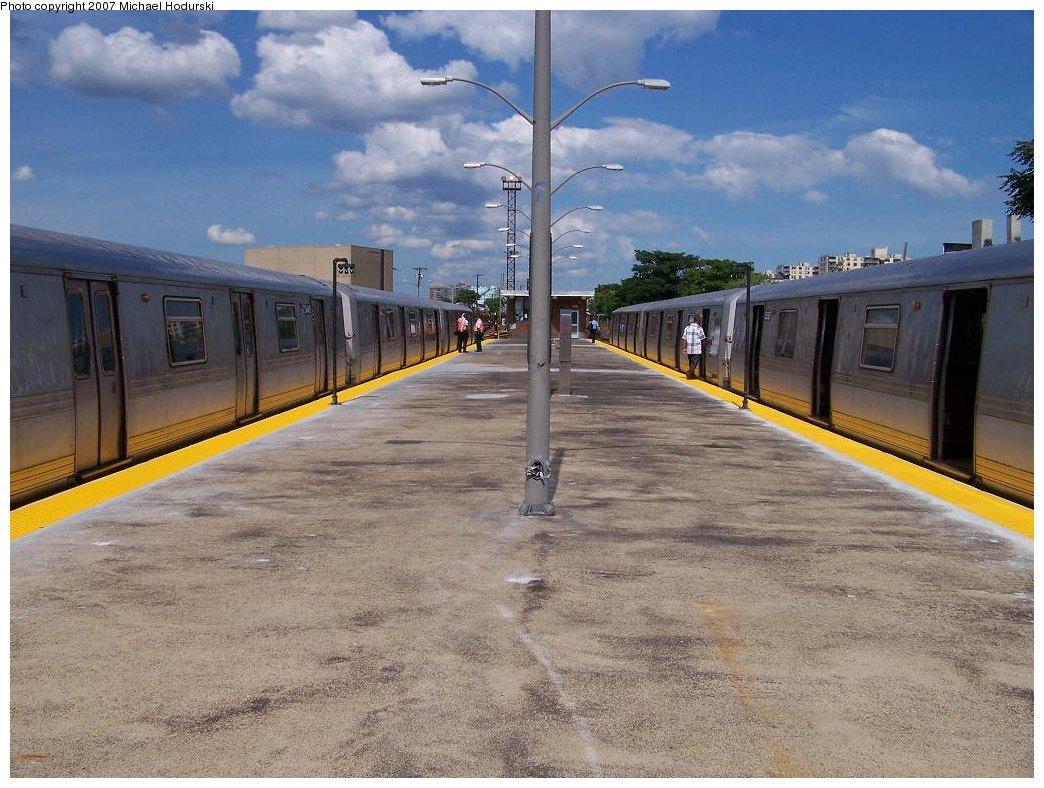 (202k, 1044x788)<br><b>Country:</b> United States<br><b>City:</b> New York<br><b>System:</b> New York City Transit<br><b>Line:</b> IND Rockaway<br><b>Location:</b> Rockaway Park/Beach 116th Street <br><b>Route:</b> A<br><b>Car:</b> R-44 (St. Louis, 1971-73) 5445 <br><b>Photo by:</b> Michael Hodurski<br><b>Date:</b> 7/22/2007<br><b>Viewed (this week/total):</b> 0 / 2337