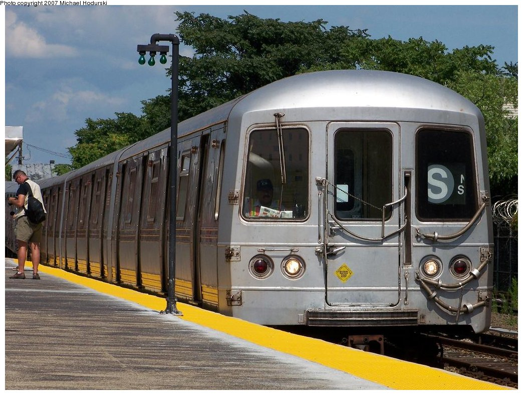 (224k, 1044x788)<br><b>Country:</b> United States<br><b>City:</b> New York<br><b>System:</b> New York City Transit<br><b>Line:</b> IND Rockaway<br><b>Location:</b> Broad Channel <br><b>Route:</b> S<br><b>Car:</b> R-44 (St. Louis, 1971-73) 5446 <br><b>Photo by:</b> Michael Hodurski<br><b>Date:</b> 7/22/2007<br><b>Viewed (this week/total):</b> 1 / 1559