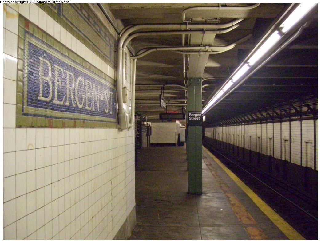 (211k, 1044x791)<br><b>Country:</b> United States<br><b>City:</b> New York<br><b>System:</b> New York City Transit<br><b>Line:</b> IRT Brooklyn Line<br><b>Location:</b> Bergen Street <br><b>Photo by:</b> Aliandro Brathwaite<br><b>Date:</b> 7/24/2007<br><b>Notes:</b> Platform view.<br><b>Viewed (this week/total):</b> 0 / 2541