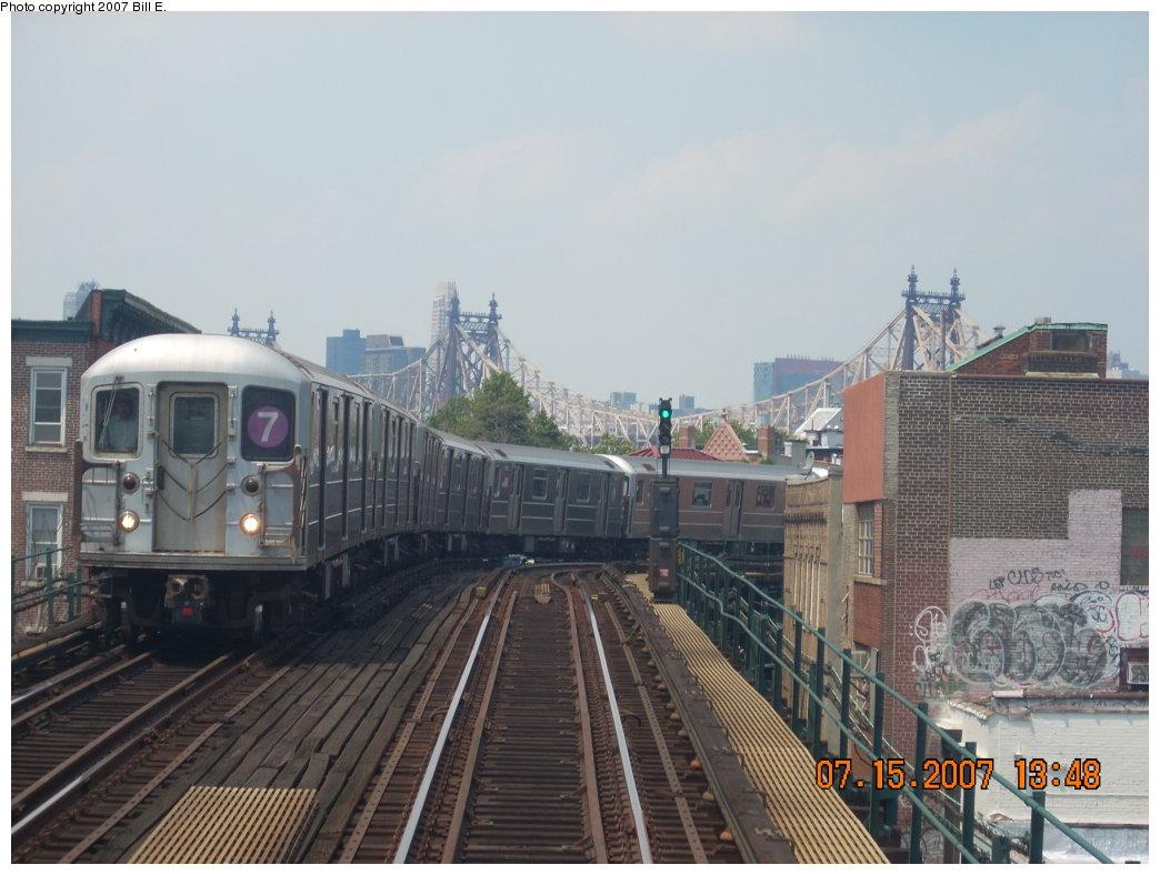 (186k, 1044x788)<br><b>Country:</b> United States<br><b>City:</b> New York<br><b>System:</b> New York City Transit<br><b>Line:</b> IRT Flushing Line<br><b>Location:</b> Court House Square/45th Road <br><b>Route:</b> 7<br><b>Car:</b> R-62A (Bombardier, 1984-1987)   <br><b>Photo by:</b> Bill E.<br><b>Date:</b> 7/15/2007<br><b>Notes:</b> Train approaching Court House Sq. from Manhattan.<br><b>Viewed (this week/total):</b> 3 / 1942