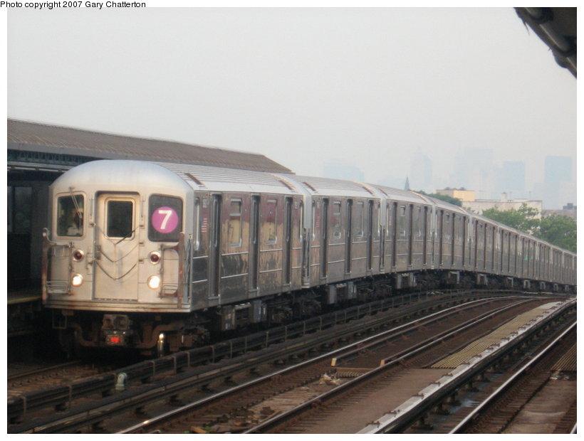(86k, 820x620)<br><b>Country:</b> United States<br><b>City:</b> New York<br><b>System:</b> New York City Transit<br><b>Line:</b> IRT Flushing Line<br><b>Location:</b> 52nd Street/Lincoln Avenue <br><b>Route:</b> 7<br><b>Car:</b> R-62A (Bombardier, 1984-1987)  1992 <br><b>Photo by:</b> Gary Chatterton<br><b>Date:</b> 7/9/2007<br><b>Viewed (this week/total):</b> 0 / 1694
