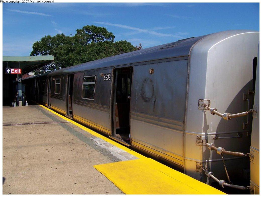 (166k, 1044x788)<br><b>Country:</b> United States<br><b>City:</b> New York<br><b>System:</b> New York City Transit<br><b>Line:</b> IND Rockaway<br><b>Location:</b> Mott Avenue/Far Rockaway <br><b>Route:</b> A<br><b>Car:</b> R-44 (St. Louis, 1971-73) 5239 <br><b>Photo by:</b> Michael Hodurski<br><b>Date:</b> 7/25/2007<br><b>Viewed (this week/total):</b> 2 / 2635