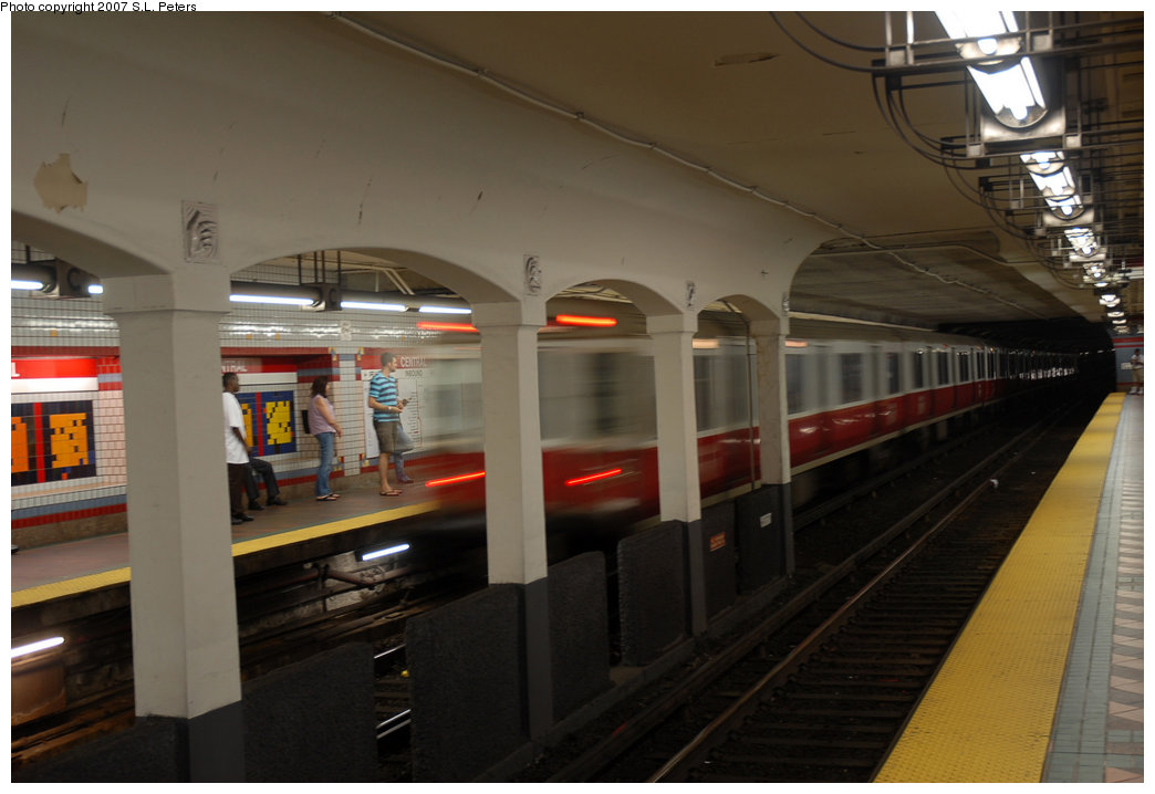 (152k, 1044x718)<br><b>Country:</b> United States<br><b>City:</b> Boston, MA<br><b>System:</b> MBTA<br><b>Line:</b> MBTA Red Line<br><b>Location:</b> Central<br><b>Photo by:</b> S.L. Peters<br><b>Date:</b> 6/30/2007<br><b>Viewed (this week/total):</b> 0 / 1693