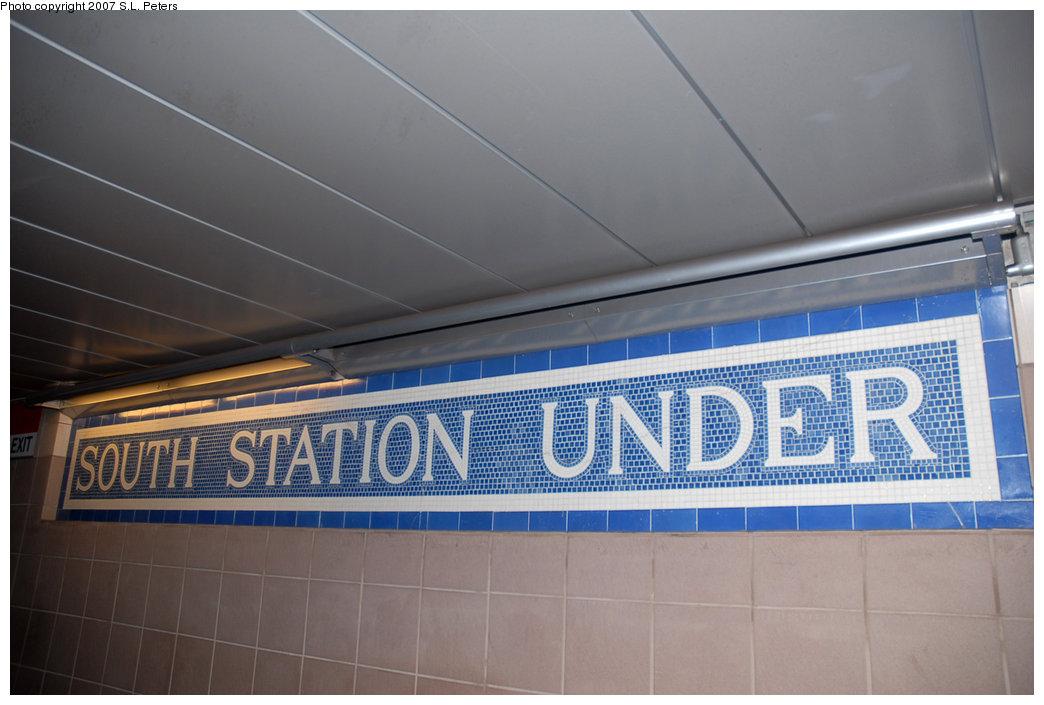 (171k, 1044x705)<br><b>Country:</b> United States<br><b>City:</b> Boston, MA<br><b>System:</b> MBTA<br><b>Line:</b> MBTA Red Line<br><b>Location:</b> South Station <br><b>Photo by:</b> S.L. Peters<br><b>Date:</b> 7/2/2007<br><b>Viewed (this week/total):</b> 1 / 1411