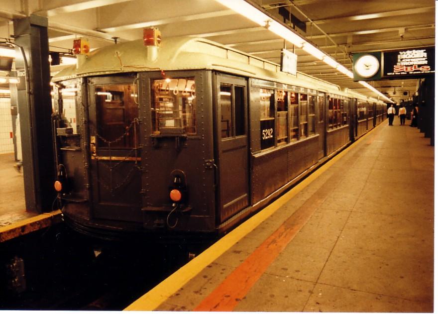 (142k, 880x631)<br><b>Country:</b> United States<br><b>City:</b> New York<br><b>System:</b> New York City Transit<br><b>Line:</b> IRT Times Square-Grand Central Shuttle<br><b>Location:</b> Grand Central <br><b>Route:</b> Fan Trip<br><b>Car:</b> Low-V (Museum Train) 5292 <br><b>Photo by:</b> Jeff Alterman<br><b>Date:</b> 10/27/1994<br><b>Notes:</b> 90th Anniversary service.<br><b>Viewed (this week/total):</b> 0 / 4744