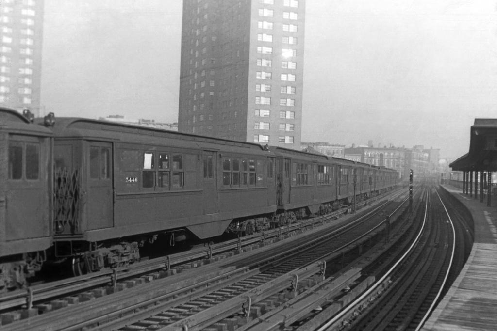 (250k, 1044x706)<br><b>Country:</b> United States<br><b>City:</b> New York<br><b>System:</b> New York City Transit<br><b>Line:</b> IRT White Plains Road Line<br><b>Location:</b> Jackson Avenue <br><b>Car:</b> Low-V 5446 <br><b>Collection of:</b> David Pirmann<br><b>Viewed (this week/total):</b> 0 / 3246
