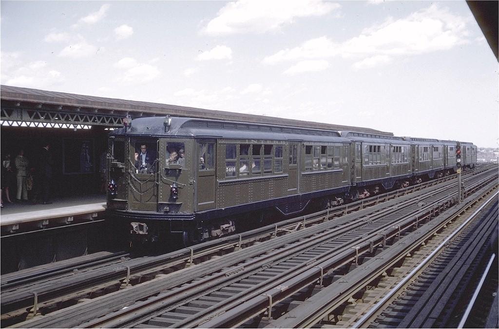 (211k, 1024x675)<br><b>Country:</b> United States<br><b>City:</b> New York<br><b>System:</b> New York City Transit<br><b>Line:</b> IRT Pelham Line<br><b>Location:</b> Castle Hill Avenue <br><b>Route:</b> Fan Trip<br><b>Car:</b> Low-V (Museum Train) 5466 <br><b>Photo by:</b> Doug Grotjahn<br><b>Collection of:</b> Joe Testagrose<br><b>Date:</b> 4/25/1970<br><b>Viewed (this week/total):</b> 0 / 2956