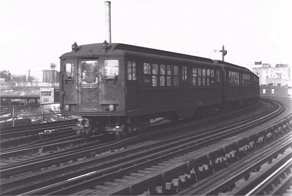 (173k, 1024x688)<br><b>Country:</b> United States<br><b>City:</b> New York<br><b>System:</b> New York City Transit<br><b>Line:</b> IRT Woodlawn Line<br><b>Location:</b> Bedford Park Boulevard <br><b>Route:</b> 4<br><b>Car:</b> Hi-V 3471 <br><b>Photo by:</b> Harry Pinsker<br><b>Date:</b> 2/21/1959<br><b>Viewed (this week/total):</b> 0 / 4518
