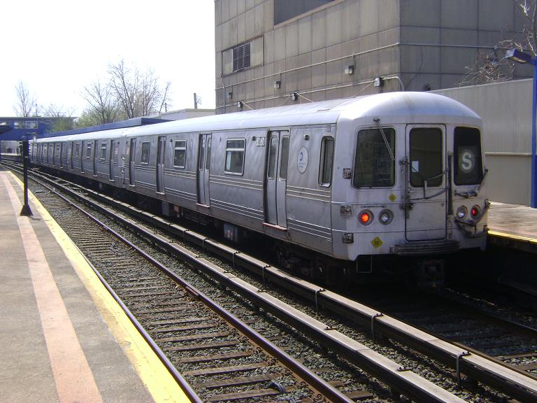 (109k, 768x576)<br><b>Country:</b> United States<br><b>City:</b> New York<br><b>System:</b> New York City Transit<br><b>Line:</b> IND Rockaway<br><b>Location:</b> Broad Channel <br><b>Route:</b> S<br><b>Car:</b> R-44 (St. Louis, 1971-73) 5260 <br><b>Photo by:</b> John Dooley<br><b>Date:</b> 4/8/2010<br><b>Viewed (this week/total):</b> 1 / 953