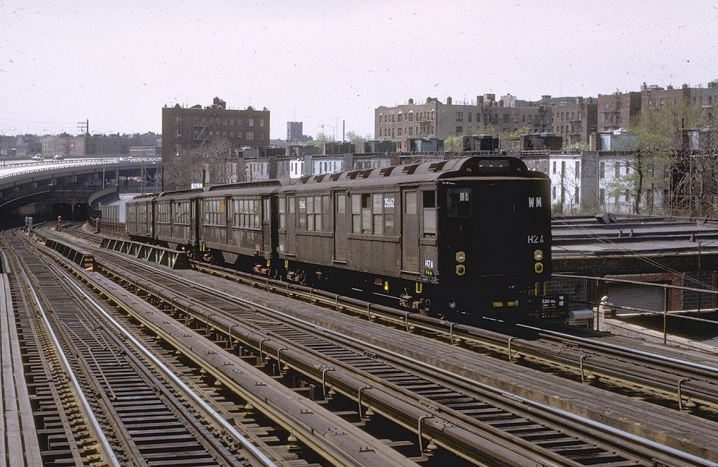(246k, 1024x666)<br><b>Country:</b> United States<br><b>City:</b> New York<br><b>System:</b> New York City Transit<br><b>Line:</b> IRT Pelham Line<br><b>Location:</b> Whitlock Avenue <br><b>Car:</b> Low-V Worlds Fair 5662 <br><b>Photo by:</b> Joe Testagrose<br><b>Date:</b> 5/6/1972<br><b>Viewed (this week/total):</b> 0 / 4714