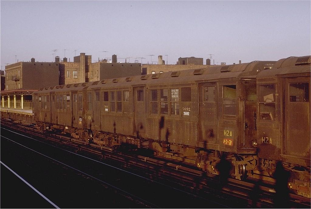(197k, 1024x688)<br><b>Country:</b> United States<br><b>City:</b> New York<br><b>System:</b> New York City Transit<br><b>Line:</b> IRT White Plains Road Line<br><b>Location:</b> 238th Street (Nereid Avenue) <br><b>Car:</b> Low-V Worlds Fair 5692 <br><b>Photo by:</b> Joe Testagrose<br><b>Date:</b> 2/6/1971<br><b>Viewed (this week/total):</b> 0 / 3973