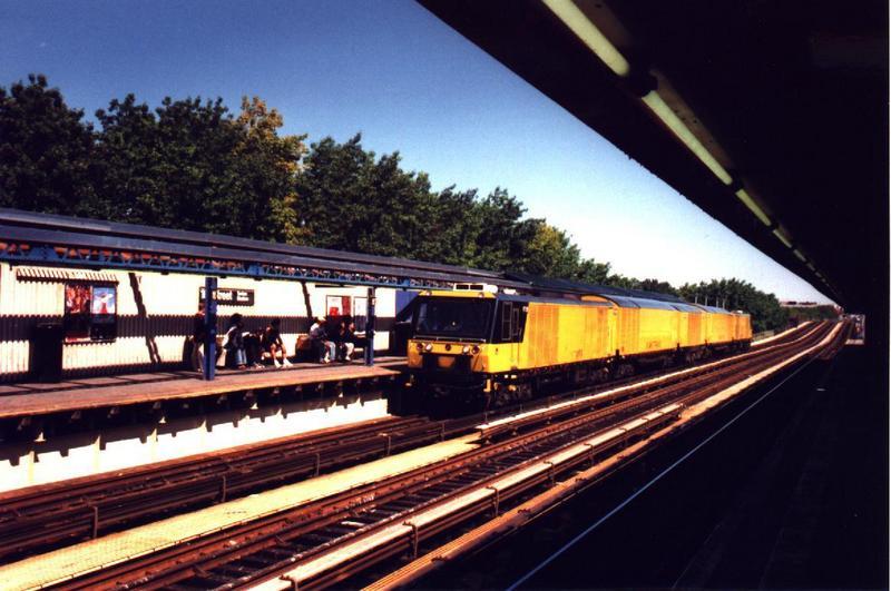 (72k, 800x531)<br><b>Country:</b> United States<br><b>City:</b> New York<br><b>System:</b> New York City Transit<br><b>Line:</b> IRT Woodlawn Line<br><b>Location:</b> 161st Street/River Avenue (Yankee Stadium) <br><b>Car:</b> R-137 Vacuum Cleaning Train  VT101-105 <br><b>Photo by:</b> Rob Morel<br><b>Date:</b> 9/11/1999<br><b>Viewed (this week/total):</b> 0 / 7024