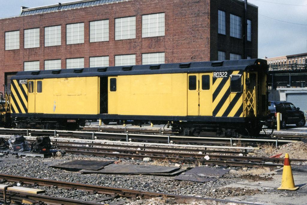 (456k, 1044x722)<br><b>Country:</b> United States<br><b>City:</b> New York<br><b>System:</b> New York City Transit<br><b>Location:</b> 207th Street Yard<br><b>Car:</b> R-71 Rider Car (R-17/R-21/R-22 Rebuilds)  RD322 (ex-5842)<br><b>Photo by:</b> Paul Polischuk<br><b>Date:</b> 9/9/2001<br><b>Viewed (this week/total):</b> 1 / 3632