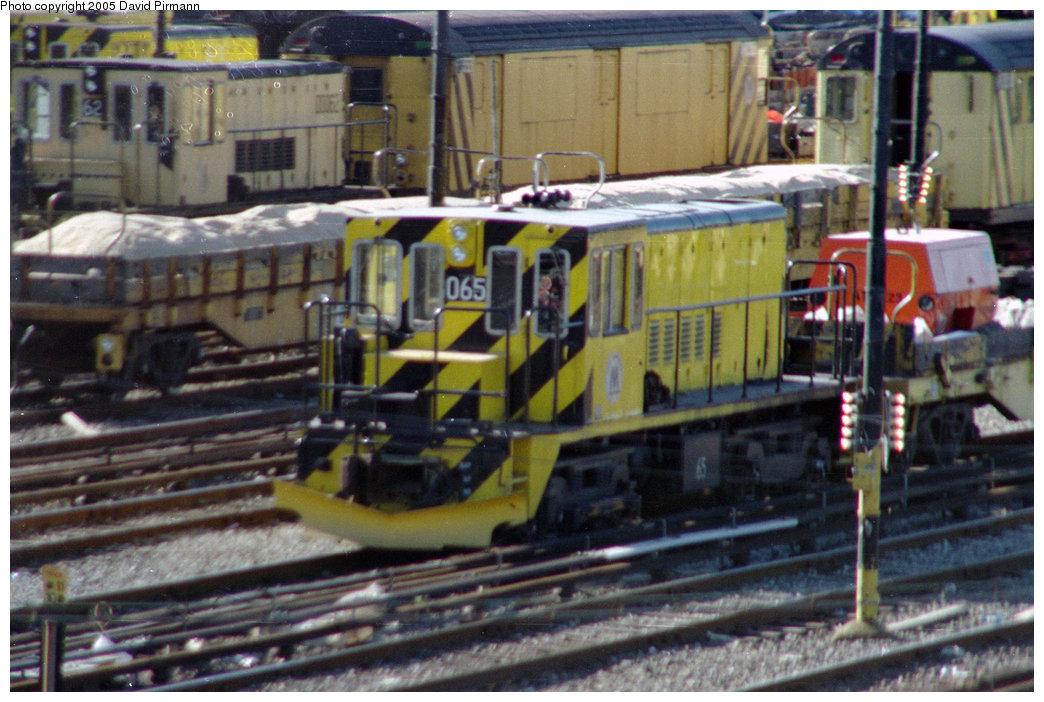 (223k, 1044x702)<br><b>Country:</b> United States<br><b>City:</b> New York<br><b>System:</b> New York City Transit<br><b>Location:</b> 36th Street Yard<br><b>Car:</b> R-47 Locomotive  65 <br><b>Photo by:</b> David Pirmann<br><b>Date:</b> 10/11/1996<br><b>Viewed (this week/total):</b> 1 / 2997