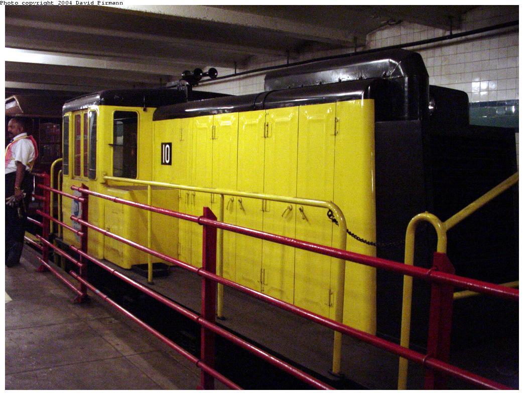 (134k, 1044x788)<br><b>Country:</b> United States<br><b>City:</b> New York<br><b>System:</b> New York City Transit<br><b>Location:</b> New York Transit Museum<br><b>Car:</b> GE 70-ton Locomotive (orig. for Speno Train)  10 <br><b>Photo by:</b> David Pirmann<br><b>Date:</b> 6/18/2000<br><b>Viewed (this week/total):</b> 11 / 5925