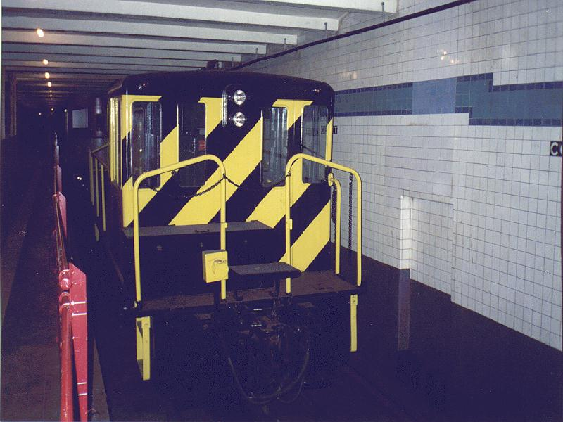 (82k, 800x600)<br><b>Country:</b> United States<br><b>City:</b> New York<br><b>System:</b> New York City Transit<br><b>Location:</b> New York Transit Museum<br><b>Car:</b> GE 70-ton Locomotive (orig. for Speno Train)  10 <br><b>Photo by:</b> Constantine Steffan<br><b>Date:</b> 6/20/1998<br><b>Viewed (this week/total):</b> 5 / 4986
