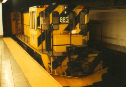 (40k, 520x359)<br><b>Country:</b> United States<br><b>City:</b> New York<br><b>System:</b> New York City Transit<br><b>Line:</b> BMT 4th Avenue<br><b>Location:</b> 36th Street <br><b>Car:</b> R-77 Locomotive  885 <br><b>Photo by:</b> Jason R. DeCesare<br><b>Date:</b> 1996<br><b>Viewed (this week/total):</b> 0 / 3642