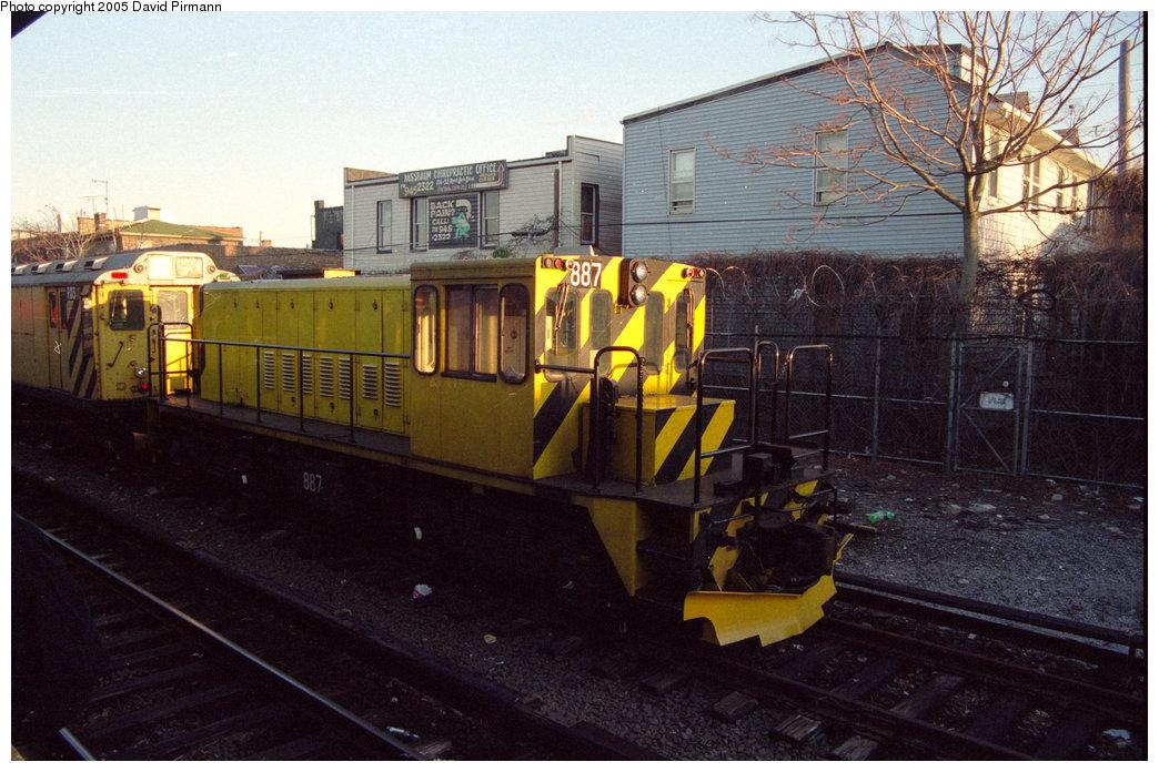 (211k, 1044x696)<br><b>Country:</b> United States<br><b>City:</b> New York<br><b>System:</b> New York City Transit<br><b>Location:</b> Rockaway Park Yard<br><b>Car:</b> R-77 Locomotive  887 <br><b>Photo by:</b> David Pirmann<br><b>Date:</b> 12/10/1995<br><b>Viewed (this week/total):</b> 0 / 3000