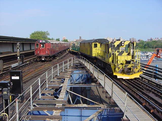 (60k, 640x480)<br><b>Country:</b> United States<br><b>City:</b> New York<br><b>System:</b> New York City Transit<br><b>Line:</b> IRT Flushing Line<br><b>Location:</b> Willets Point/Mets (fmr. Shea Stadium) <br><b>Car:</b> R-77 Locomotive  899 <br><b>Photo by:</b> Salaam Allah<br><b>Date:</b> 9/21/2002<br><b>Viewed (this week/total):</b> 4 / 5626