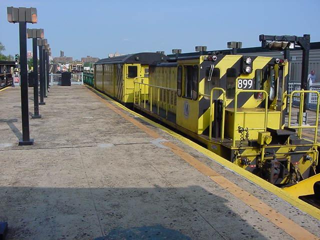 (59k, 640x480)<br><b>Country:</b> United States<br><b>City:</b> New York<br><b>System:</b> New York City Transit<br><b>Line:</b> IRT Flushing Line<br><b>Location:</b> Willets Point/Mets (fmr. Shea Stadium) <br><b>Car:</b> R-77 Locomotive  899 <br><b>Photo by:</b> Salaam Allah<br><b>Date:</b> 9/21/2002<br><b>Viewed (this week/total):</b> 0 / 2195